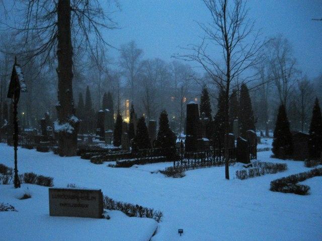 7/2 09 var jag i Uppsala och kunde njuta av denna härliga kyrkogårdsstämning!