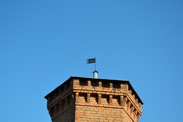"""En lämplig paroll för denna vindflöjel på Långholmen kan väl vara: """"Jag har vänt kappan efter vinden sedan 1869!"""""""