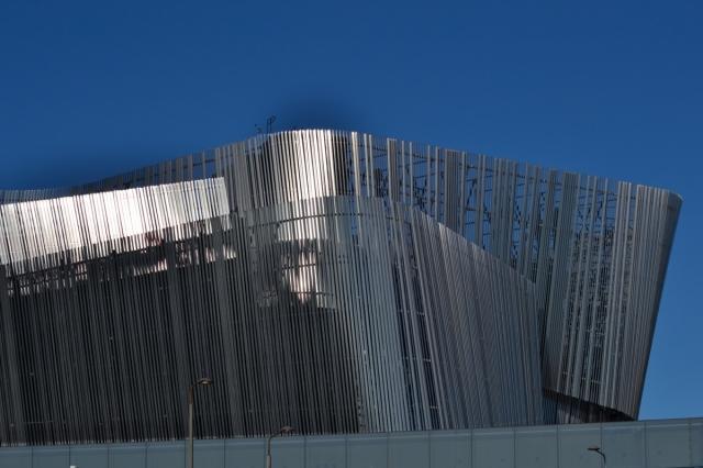 En dag gick jag förbi det hemska Waterfront-bygget vid Tegelbacken.