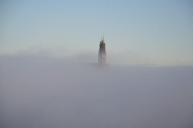 Det var en dimmig söndagsmorgon i oktober. Men över dimman blickade Högalidskyrkans torn mot en blånande hösthimmel!