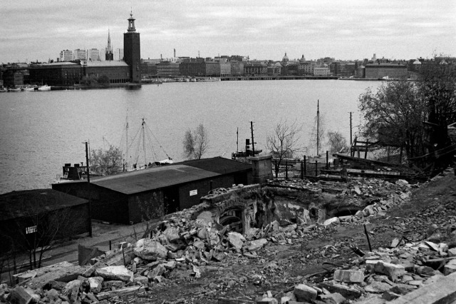 Här ser man vilken fantastisk utsikt över Riddarfjärden som en del av de boende i det framtida servicehuset Skinnarviken skulle få. Mot stadshuset ...