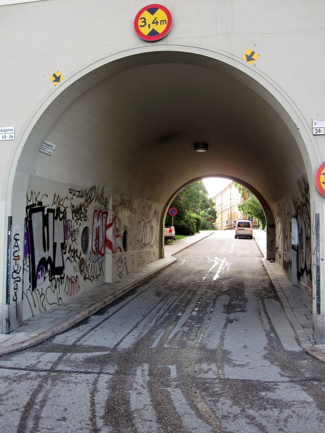arkitektur klotter portal helgagatan